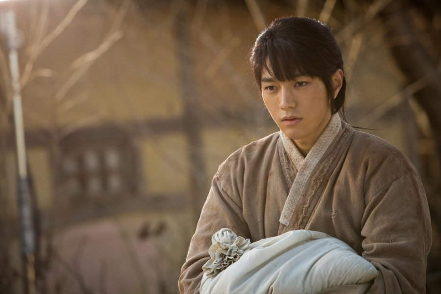 "L vai Lee Sun trong ""Ruler: Master Of The Mask"""