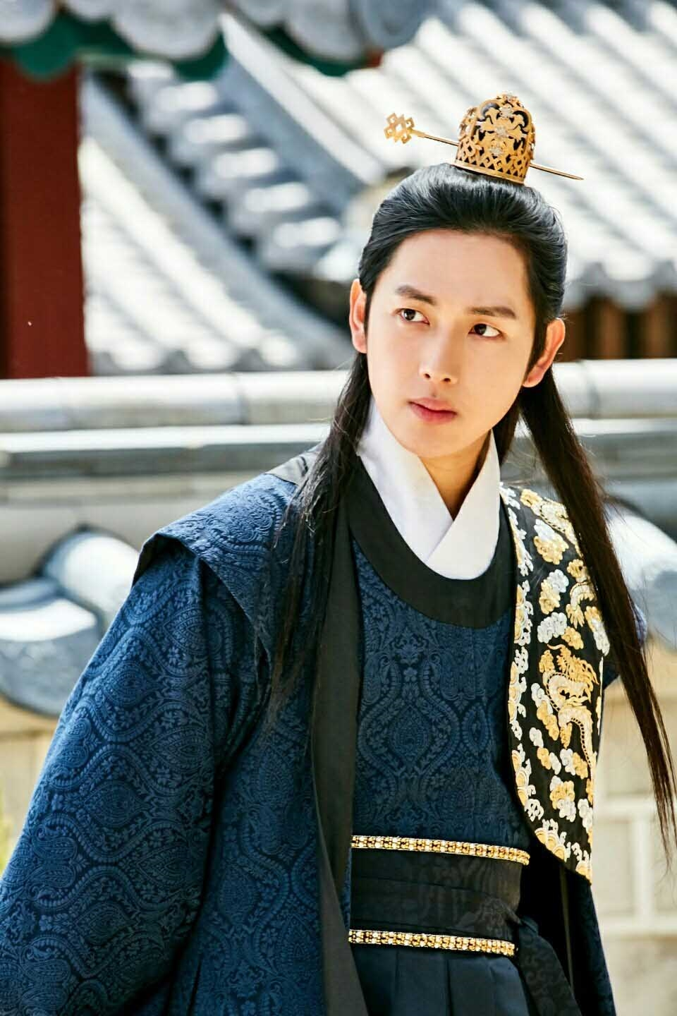 "Im Si Wan vai Wang Won trong ""The King Loves"""