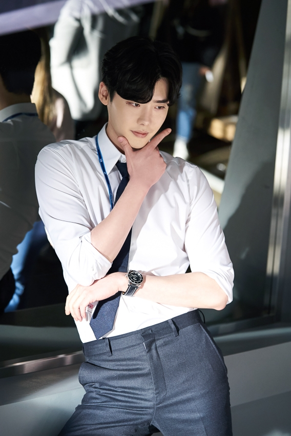 Ngắm loạt hình Lee Jong Suk trong 'While You Were Sleeping'