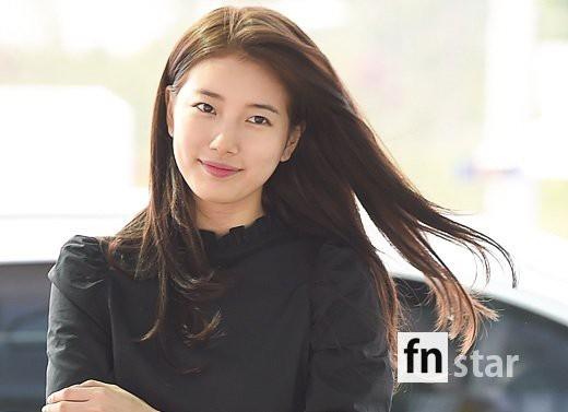 Khi sao Kpop 'đổ bộ' sân bay: Người đẹp ngây ngất, người lộ dấu vết lạ