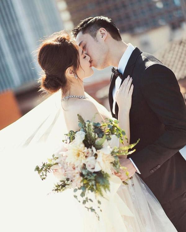 Chung Hân Đồng bất ngờ tuyên bố mình là vẫn gái chưa chồng sau hôn lễ