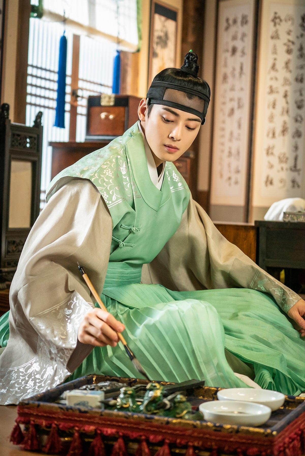 Cha Eun Woo đẹp siêu thực trong hậu trường drama cổ trang