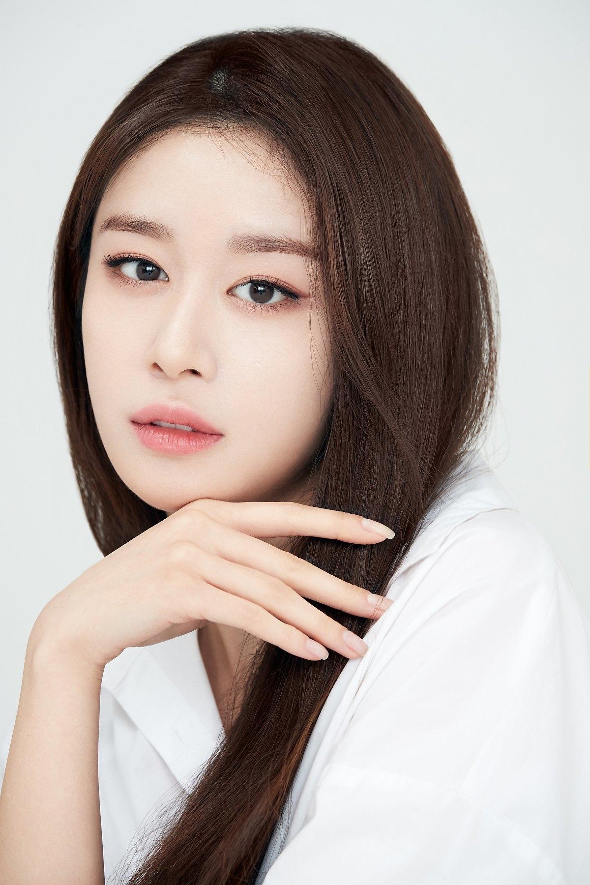 Jiyeon tung bộ ảnh chào năm mới đẹp mê hồn trước thềm comeback