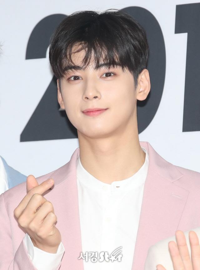 Song Joong Ki và loạt nghệ sĩ quyên góp hơn 43 tỉ won chống corona
