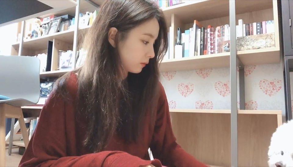 Shin Se Kyung gây 'sốt' với vẻ đẹp tiên tử trong loạt clip Vlog