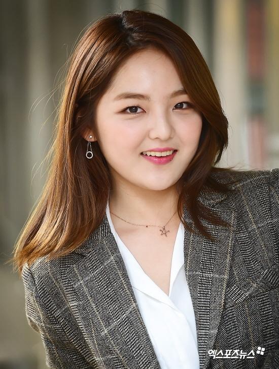 Seo Shin Ae chịu nhiều chỉ trích vì đi cà phê học bài mùa dịch