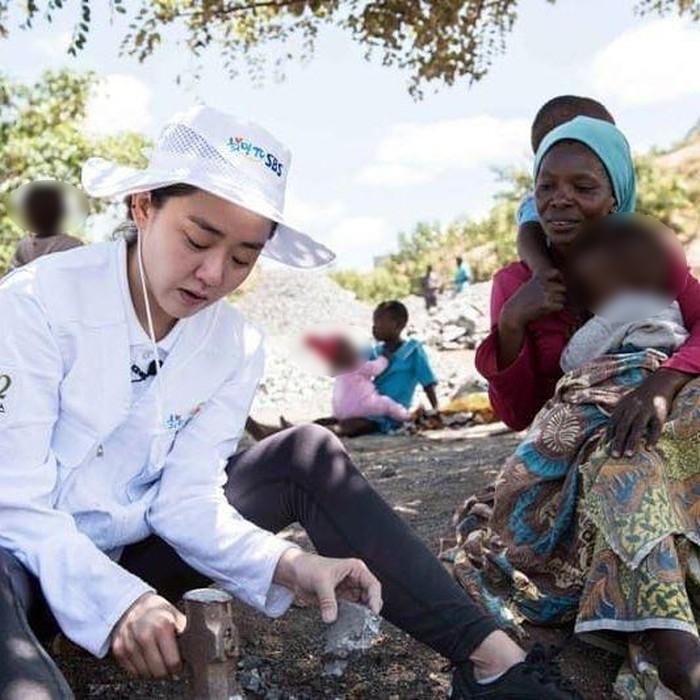'Em gái quốc dân' Moon Geun Young tạm gác sự nghiệp đi làm từ thiện