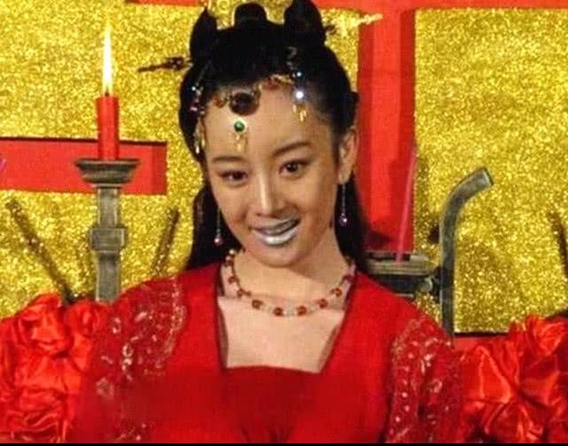 Triệu Lệ Dĩnh, Lưu Thi Thi và sao nữ Cbiz với kiểu trang điểm kỳ quái