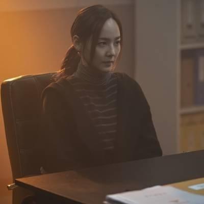 """Ngỡ đã """"bay màu"""", ác nữ Oh Yoon Hee tung ảnh trong Penthouse phần 2"""