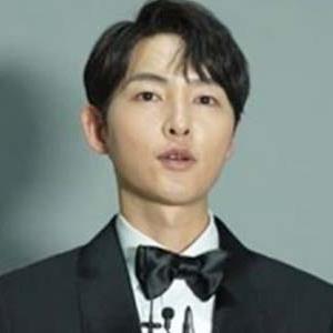 Song Joong Ki trở thành ngôi sao quốc dân vì hành động đẹp này