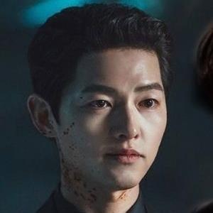 Song Joong Ki và những nam thần ngầu nhất trên phim Hàn năm 2021