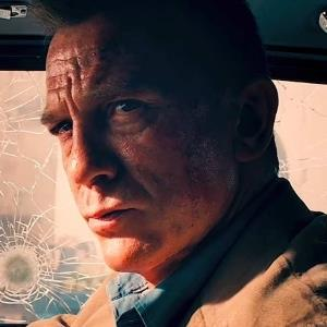 """Tin Hollywood: No Time To Die tung trailer; The Rock có """"song trùng"""""""