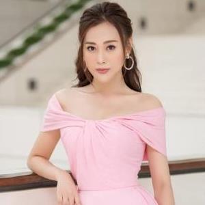 Phương Oanh, Bảo Thanh và dàn mỹ nhân VTV đọ sắc với váy hồng